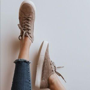 toms | lenox desert taupe suede sneakers